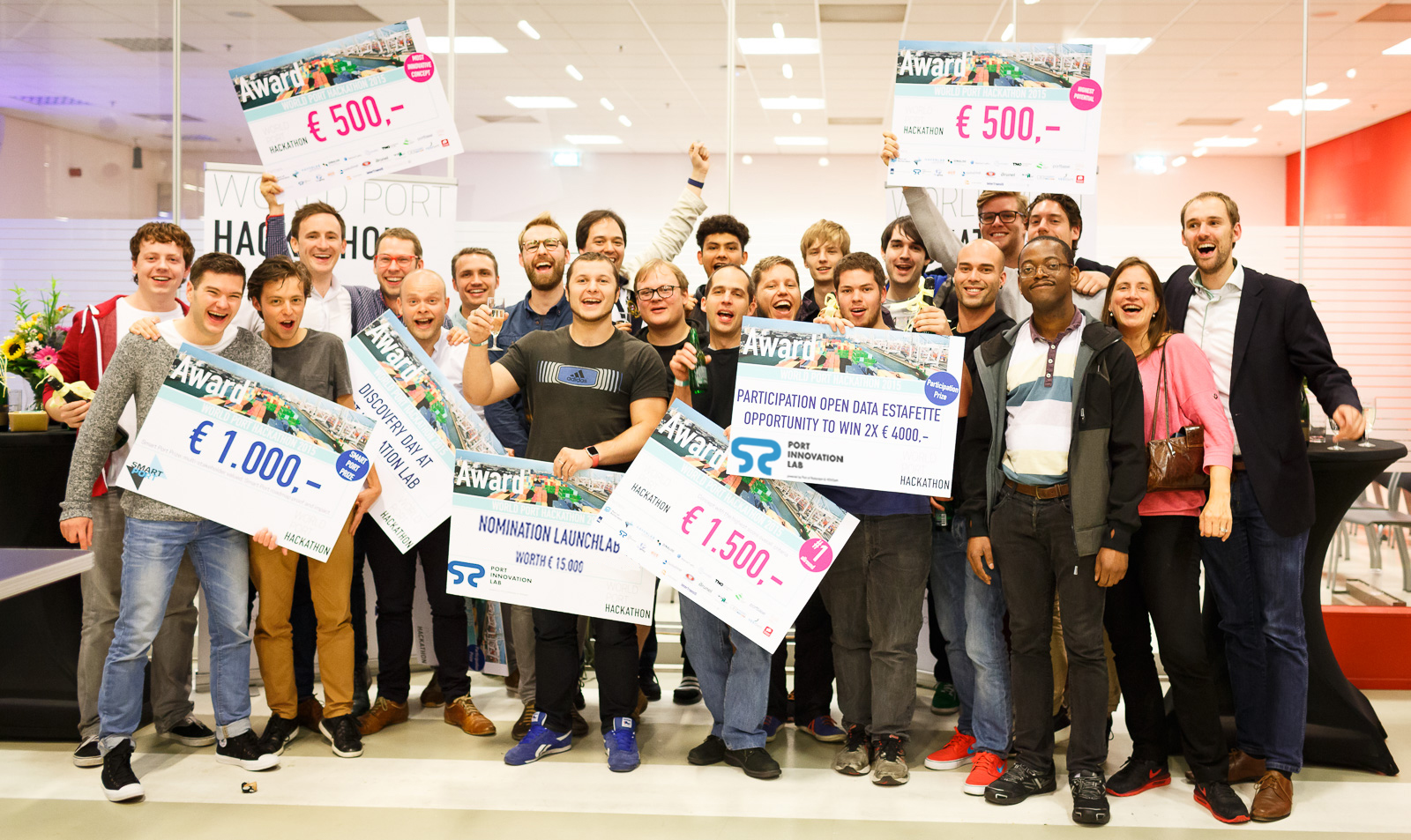 You can see my team members with the €1.500 and Nomination Launchlab placards.